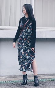 BLACK WITH FLORA
