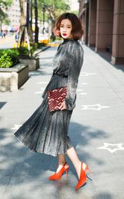 BCBGMAXAZRIA 金屬感襯衫百褶連衣裙的穿搭