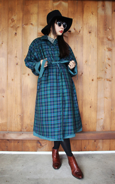 時尚穿搭:Green Plaid Trench Coat