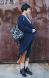 ORIBAGU 黑大理石鬥牛犬摺紙包的時尚穿搭