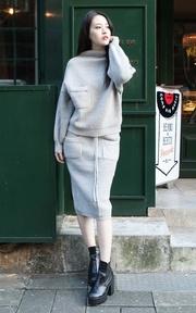 X.D. 灰色針織套裝的時尚穿搭