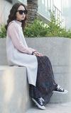 YANG STUDIOS 精緻絲花長洋裝的時尚穿搭