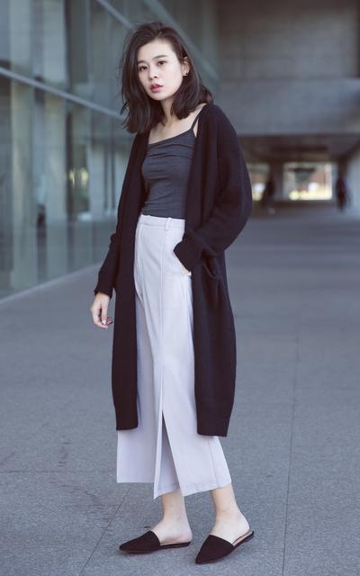 適合多元是趨勢、乾淨還要俐落、細肩帶發熱衣、毛線長版外套、俐落剪裁開岔寬褲、MOBO、MEIER.Q的穿搭