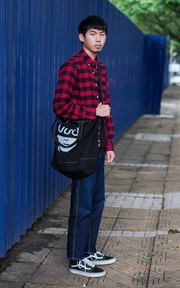 UNDERCOVER UNDERCOVER TOTE BAG的穿搭