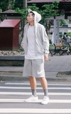 時尚穿搭:Sporty Look with Gray Socks
