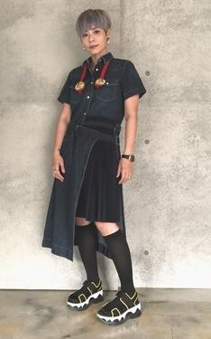 時尚穿搭:sacai牛仔拼接洋裝