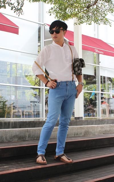 適合紳士休閒、勉強的假日、韓國亞麻料質立領開扣襯衫、SKINNY JEANS、太陽眼鏡、吊帶、手錶、勃肯拖鞋、手拿包、網購韓貨、ZARA、RAY BAN、LATIV、CALVIN KLEIN、BIRKENSTOCK、BAO BAO ISSEY MIYAKE的穿搭
