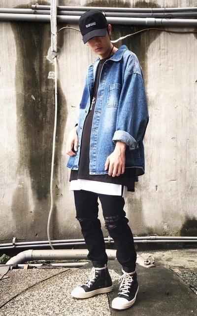 適合層次搭配、街頭混搭、OVERSIZE、STREET STYLE、老帽、牛仔外套、牛仔褲、FAITH KOREA的穿搭