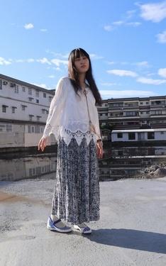 時尚穿搭:雨過天青,藍色民族風的晨間散步