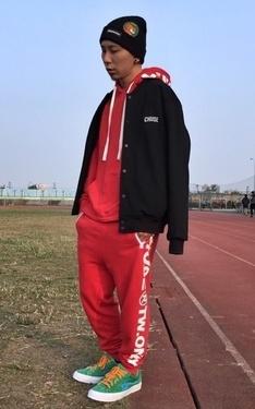 時尚穿搭:棒球外套+運動套裝