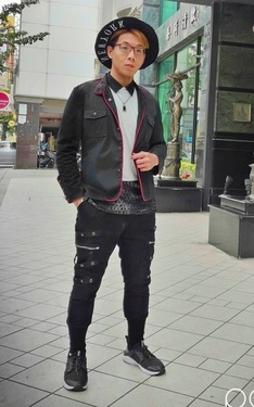 時尚穿搭:華麗黑白摻點紅