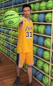 ADIDAS NBA球褲的穿搭
