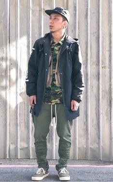 時尚穿搭:戰術背心+迷彩襯衫