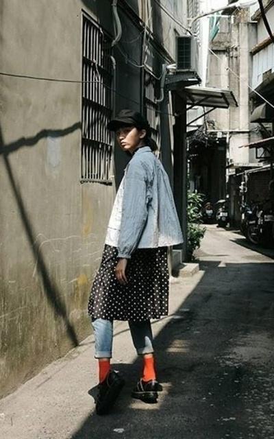 適合混搭、日系、街頭、休閒、個性、工裝式短款寬鬆薄外套、波點日系洋裝、貝雷帽的穿搭