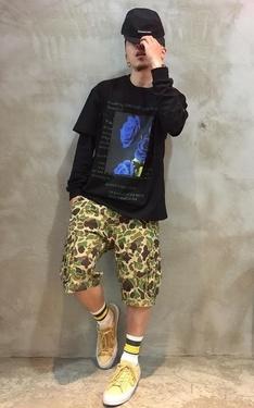 時尚穿搭:迷彩短褲+短袖+內搭薄長