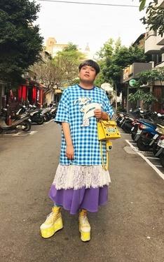 時尚穿搭:藍紫再帶點黃の胖子