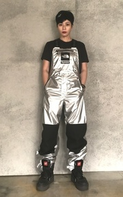 NORTHFACE X SUPREME 銀色吊帶褲的穿搭