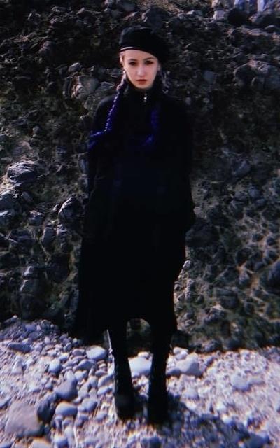 適合非主流混搭、街頭暗黑、重磅、編髮、歐美街頭、貝蕾帽、內搭褲、重磅厚實長版 的穿搭