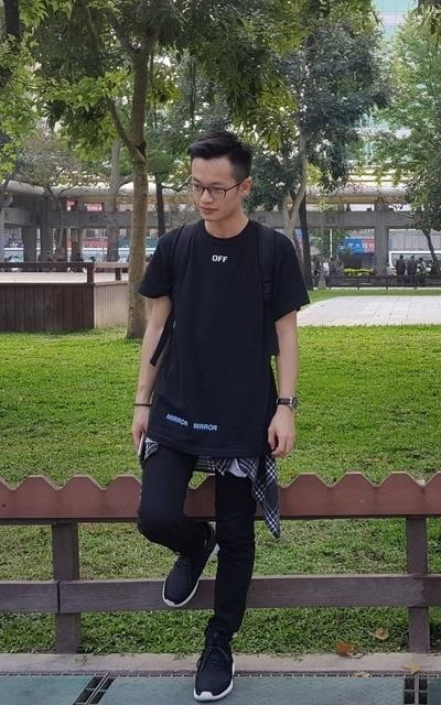 適合熱、襯衫、黑白搭配、上衣、手錶、我的背面、OFF-WHITE、SWISS MILITARY BY CHRONO的穿搭