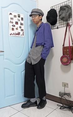 時尚穿搭:藍色大門旁的中二少年#8