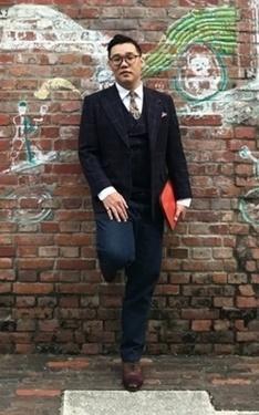 時尚穿搭:英式西裝混搭牛仔褲