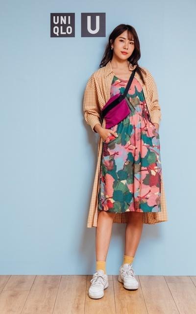 適合UNIQLO U、印花洋裝、格子長版襯衫裙、桃紅小包的穿搭