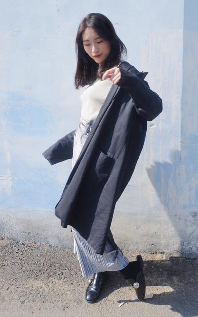 適合簡約時尚、簡單隨性、慵懶隨興、率性甜美、18春夏SS 黑色長板風衣外套、JOLIN WU的穿搭