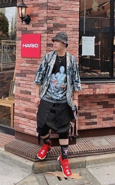 適合街頭混搭、單寧、和服罩衫、球鞋穿搭、漁夫帽的穿搭