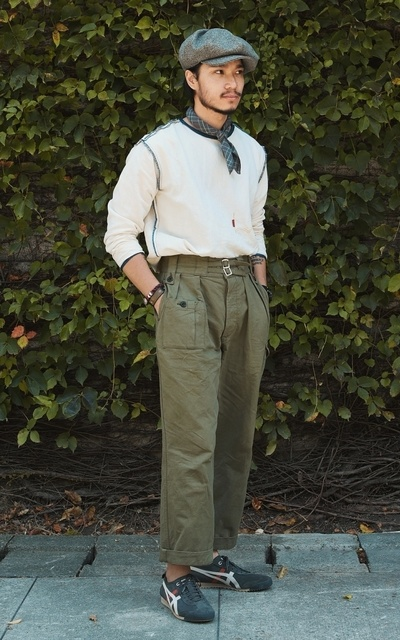 適合個性混搭、都會男子、CHAINLOOP STYLE、軍裝混搭、圈入藍、慢跑鞋、橫圖比較美~~~~、ONITSUKA TIGER、CHAINLOOP的穿搭