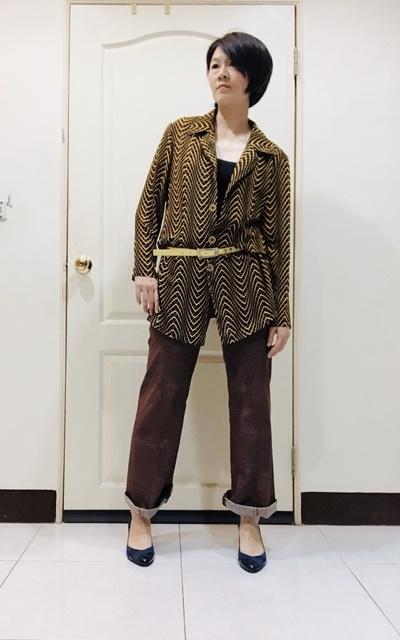 適合復古風、牛仔寬褲、長版襯衫的穿搭