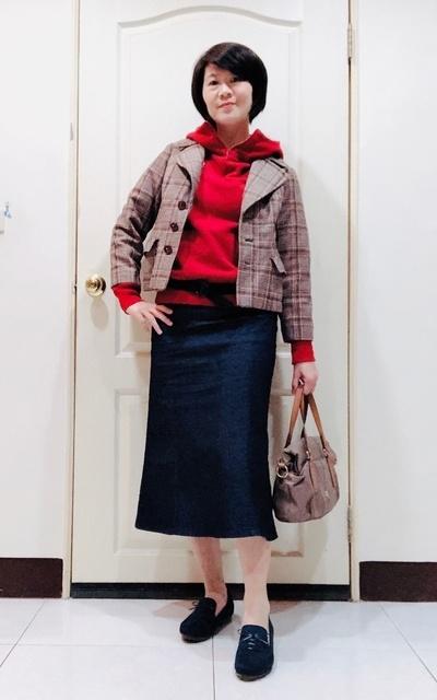 適合時尚這條路、格子外套、連帽上衣、牛仔裙、紅的穿搭