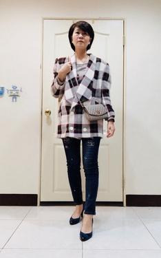 時尚穿搭:古著白格西裝外套+窄管牛仔褲
