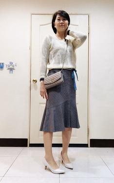 時尚穿搭:米白+灰魚尾裙