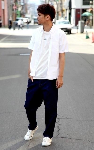 適合日系休閒、牛仔錐形寬褲、日本製牛津短袖襯衫、LOGO印刷短袖T恤、ZIP FIVE、CIAO 的穿搭