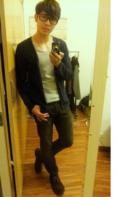 無品牌 黑色合身牛仔褲的穿搭