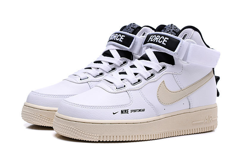 NIKE 的 AIR FORCE 1 UTILITY HIGH