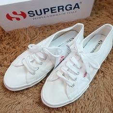 SUPERGA 的 小白鞋