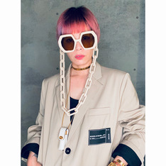 GUCCI 的 SUNGLASSES/LIP NECKLACES