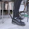 DR. MARTENS 的 黑色軍靴