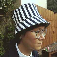 WISDOM 的 REVERSIBLE GENTLE FISHERMAN HAT