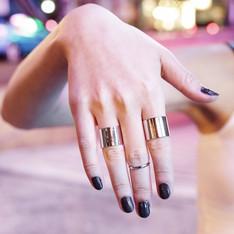 -- 的 金屬戒指