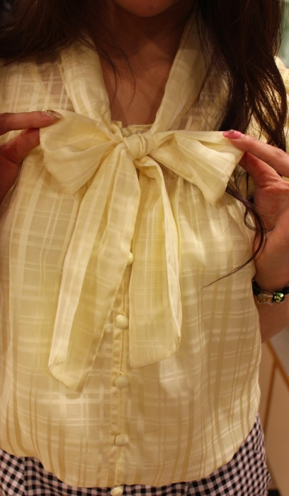 INDEX 的 透膚黃色蝴蝶結襯衫