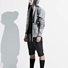IONISM DESIGN 的 風衣材質低檔短褲