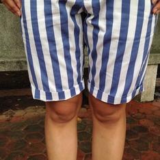GU 的 直條紋短褲