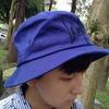 深藍色,戴上就多了一份悠閒感呢!