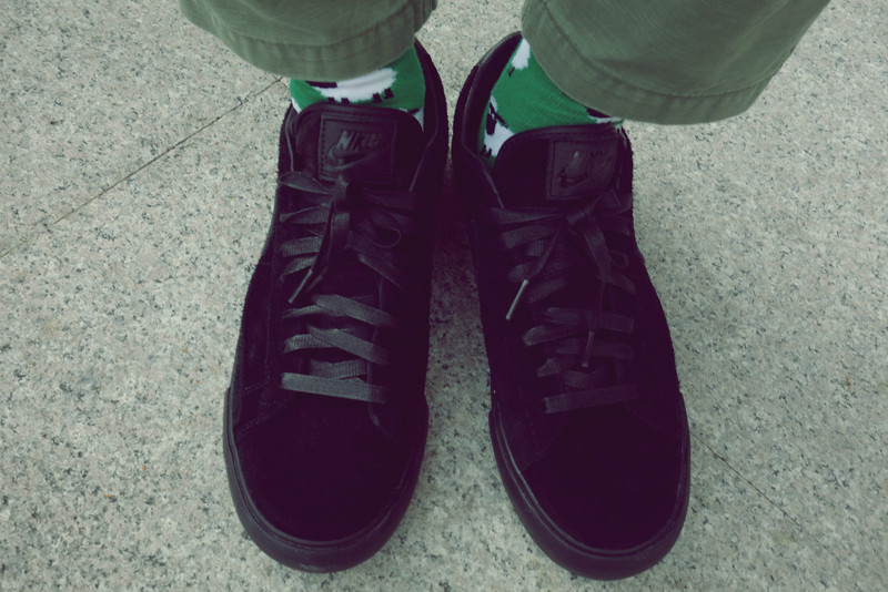 CDG X NIKE 的 SNEARKERS