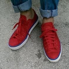ALL STAR 的 紅色帆布鞋