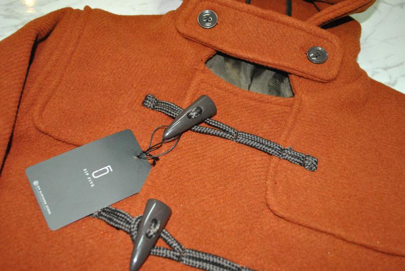ZIP 的 牛角釦外套
