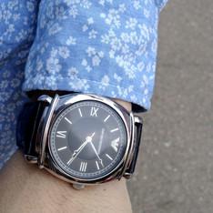 GIORGIO ARMANI 的 紳士皮革復古手錶