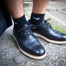 COLE HAAN 的 鞋襪